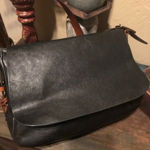 Black Leather Fossil Bag....good condition!